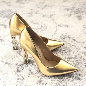 "(8.5) Katy Perry ""The Suzzie"" Gold pumps"